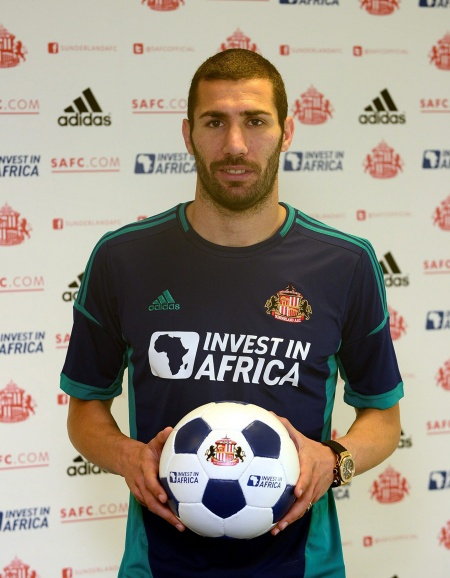 Carlos Cuellar signs up with Sunderland